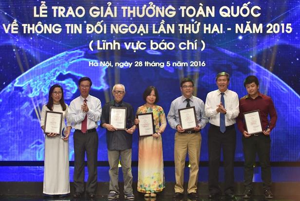 Trao giải thưởng toàn quốc về thông tin đối ngoại lĩnh vực báo chí lần thứ 2 năm 2015