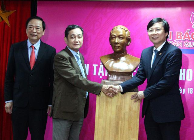 Nhiều hiện vật được tặng cho Bảo tàng Báo chí Việt Nam