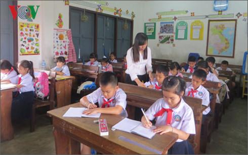 Những cô giáo người Việt ở đất nước Triệu Voi