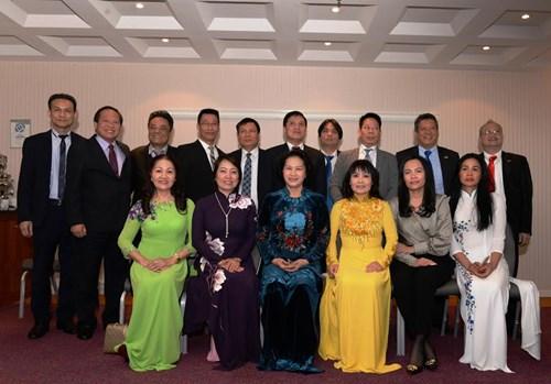Chủ tịch Quốc hội Nguyễn Thị Kim Ngân gặp đại diện cộng đồng người Việt Nam tại châu Âu