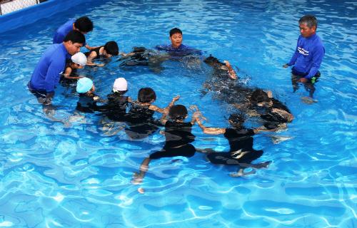 Tổ chức Swim Việt Nam tiếp tục tài trợ các dự án về bơi lội cho giáo viên và học sinh tỉnh Quảng Nam