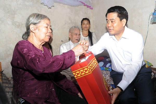 Hà Nội nhiều hoạt động thiết thực thăm hỏi, tặng quà gia đình chính sách nhân dịp Quốc khánh