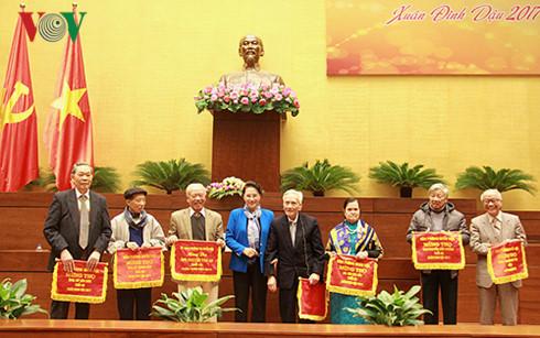 Chủ tịch Quốc hội gặp mặt nguyên đại biểu Quốc hội chuyên trách ở Trung ương