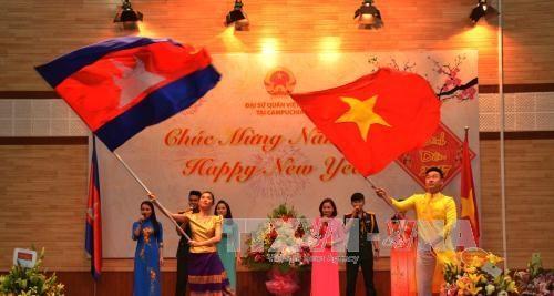 Cộng đồng người Việt Nam tại Campuchia và Algeria đón xuân Đinh Dậu 2017