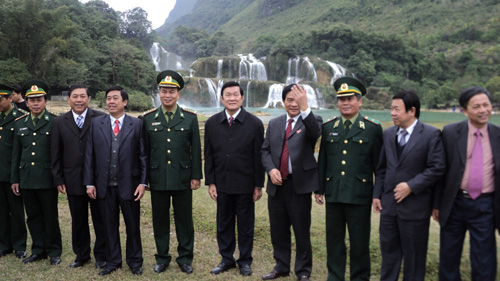 President works with Cao Bang northern border province