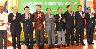 ASEAN Foreign Ministers hasten the formation of the ASEAN community