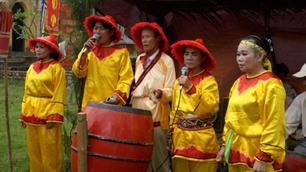 Enjoy Bai Choi singing in Hanoi