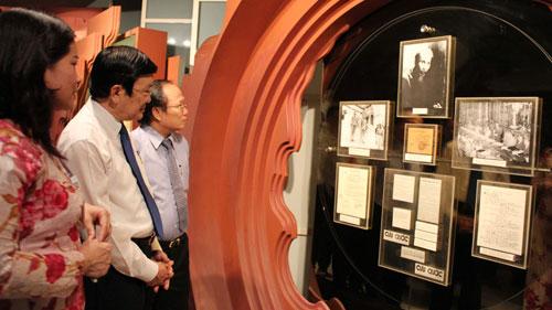 President Truong Tan Sang visits Ho Chi Minh museum