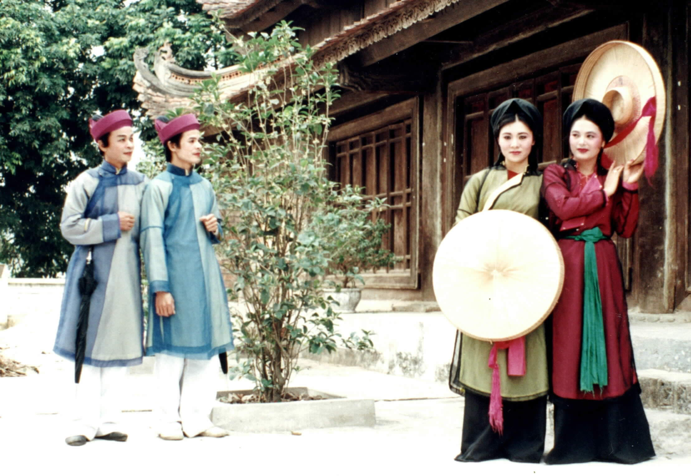 Traditional clothes of Viet women