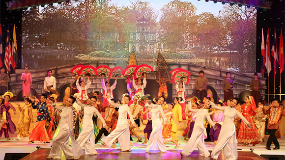 Building Vietnamese culture imbued with national identity