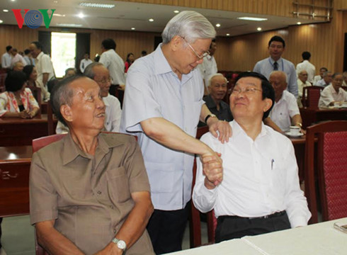 Party Secretariat meets retired high ranking officials in southern region