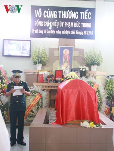 Pilot Pham Duc Trung bestowed Order of National Defense, first class