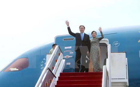 President Tran Dai Quang begins State visit to Singapore
