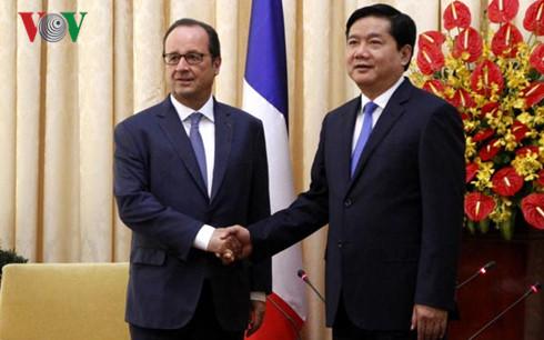 France-Vietnam Business Forum opens during President Hollande's visit