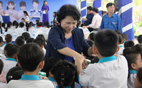 NA Chairwoman Nguyen Thi Kim Ngan supports kids in Can Tho