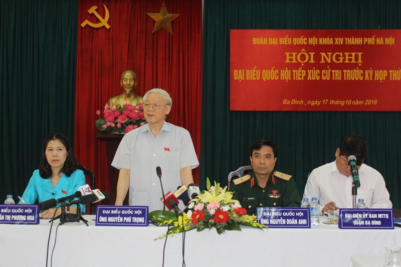Party leader Nguyen Phu Trong meets voters of Tay Ho district, Hanoi