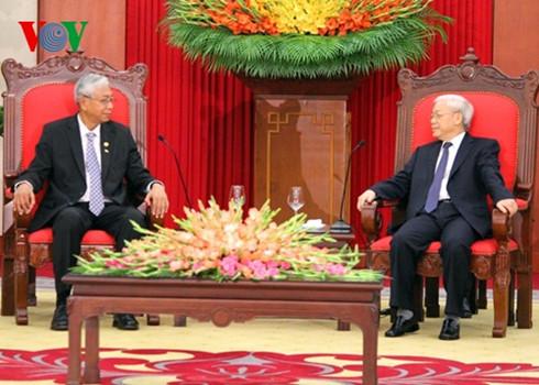 Party leader Nguyen Phu Trong receives Myanmar President Htin Kyaw