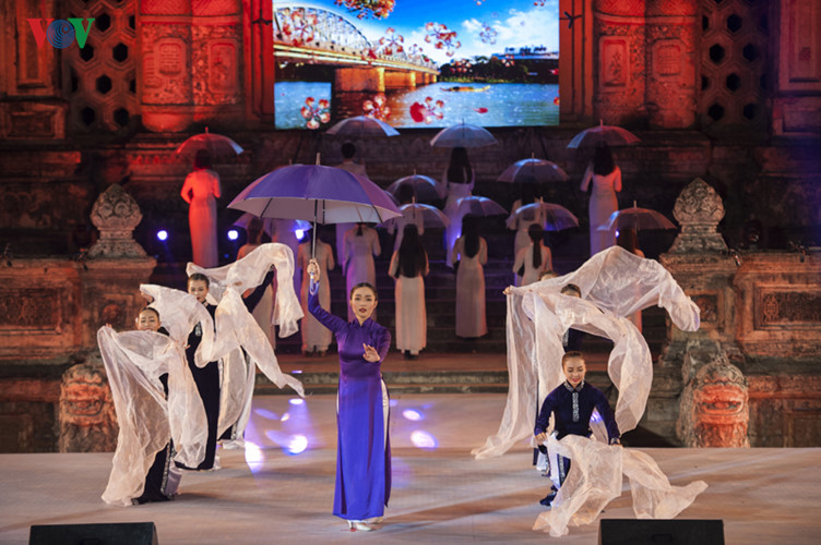 Hanoi Ao Dai Festival 2016 conveys traditional values