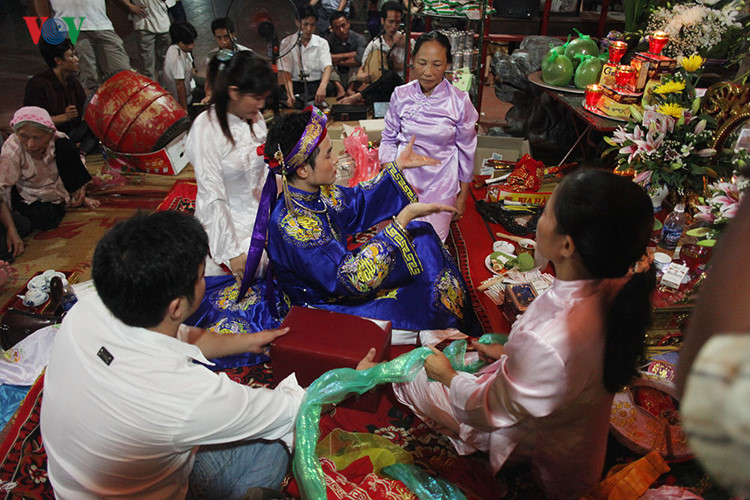 Vietnam's mother goddess worship, a world intangible heritage