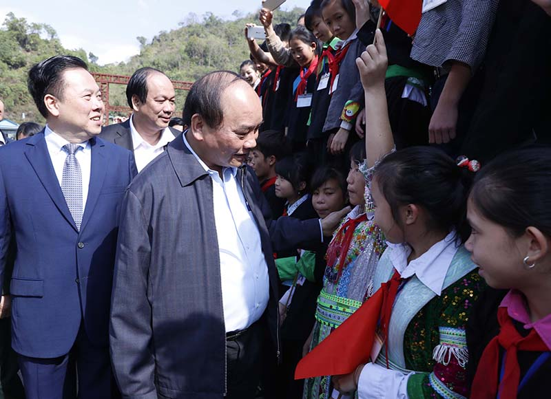 Prime Minister Nguyen Xuan Phuc pays working visit to Cao Bang
