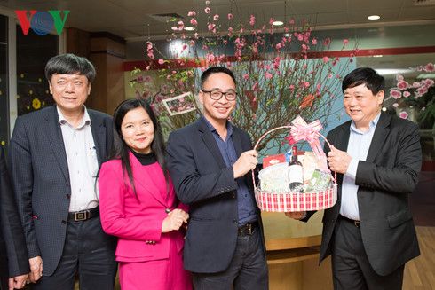 VOV President pays Lunar New Year visit to officials, reporters