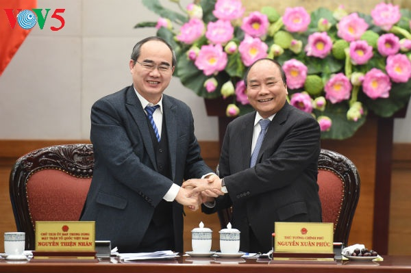 Prime Minister chairs a working session with Vietnam Fatherland Front