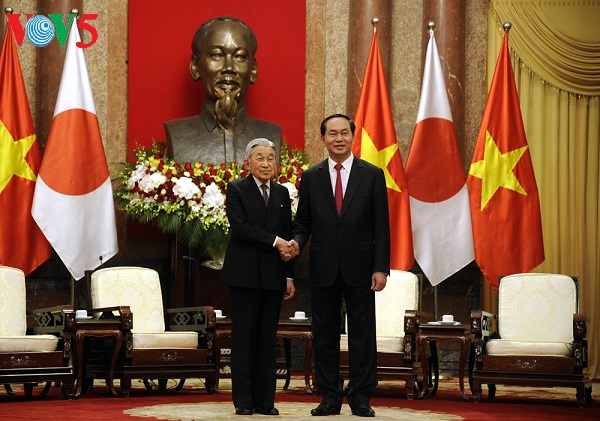 President hosts welcome ceremony for Japanese Emperor and Empress