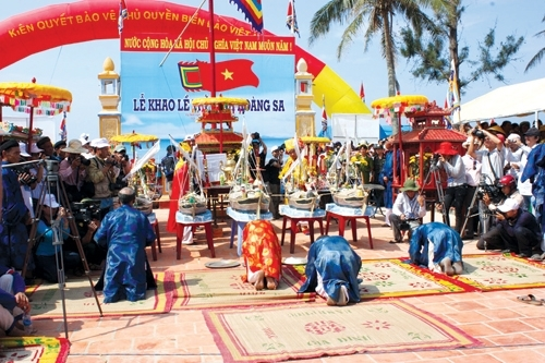 Feast and Commemoration of Hoang Sa soldiers in An Vinh village