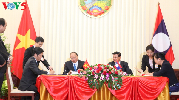 Prime Ministers of Vietnam, Laos hold talks