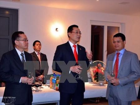 Comunidad vietnamita en Suiza celebra año nuevo lunar 2016