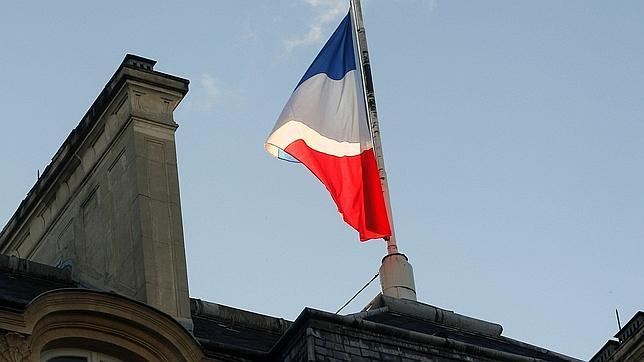 Inician en Francia tres días de luto nacional