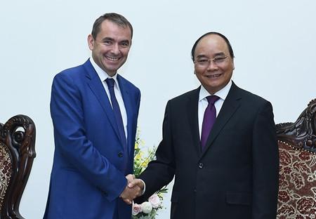 Vietnam y Francia consolidan buenas relaciones tradicionales