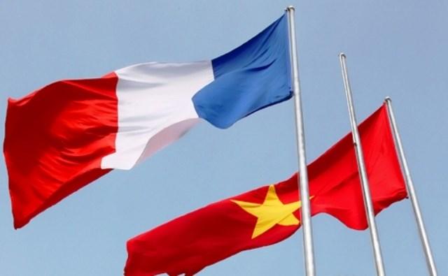 Presidente francés inicia visita en Vietnam