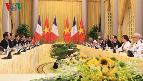 Comienzan primeras actividades del presidente francés en Vietnam