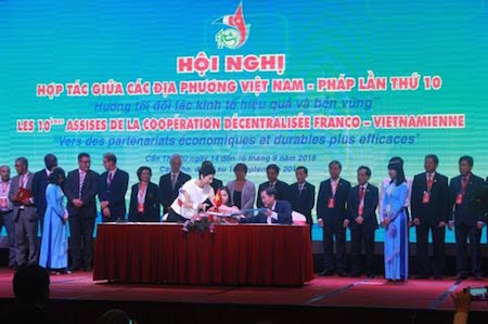 Concluida X Conferencia de cooperación entre las localidades Vietnam-Francia