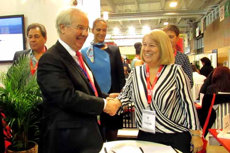 Cuba y Francia firman un acuerdo de cooperación en materia de aviación