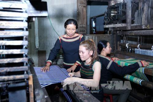 H'Yam Bkrong, étnica apasionada por el tejido tradicional