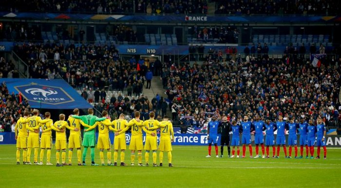 Recuerdan a víctimas de atentado terrorista en París