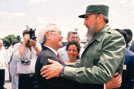 Encuentros amistosos entre Fidel y dirigentes vietnamitas
