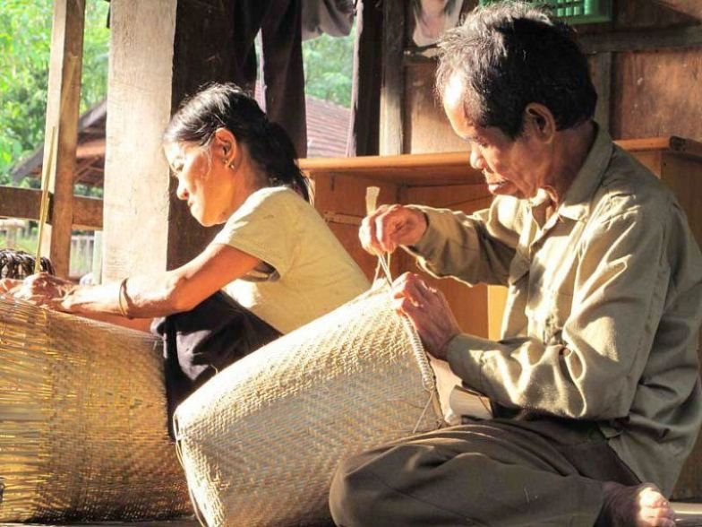 Oficios artesanales de la etnia Kho Mu