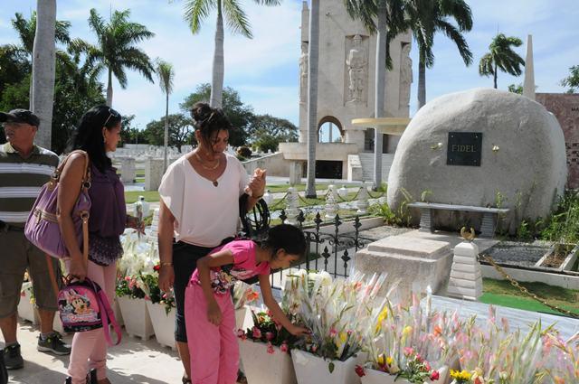 Continúa el tributo a Fidel, a un mes de su desaparición física