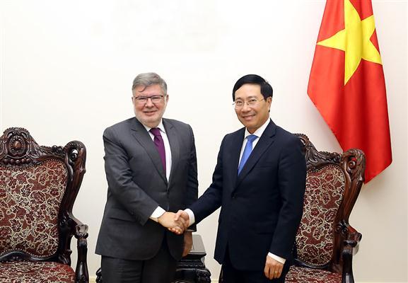 Vietnam y Francia abogan por una mayor cooperación en infraestructuras y transporte