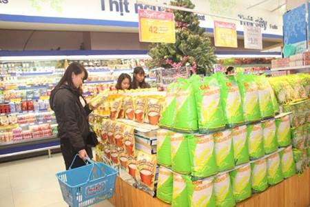 Mercancías vietnamitas dominan mercado nacional en vísperas del Año Nuevo Lunar