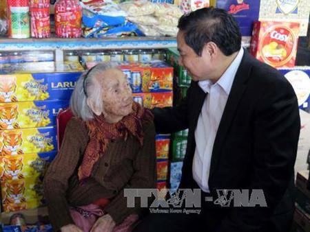 Dirigentes partidistas de Vietnam visitan localidades en ocasión del Año Nuevo Lunar