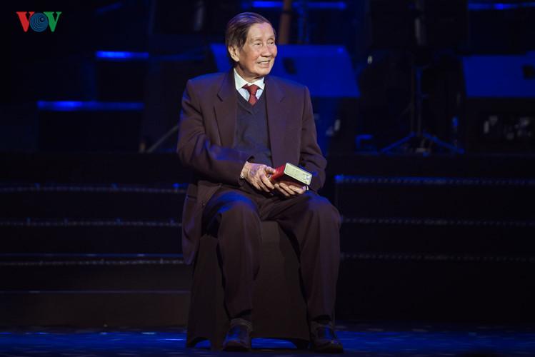Pham Tuyen quien cuenta la historia mediante la música