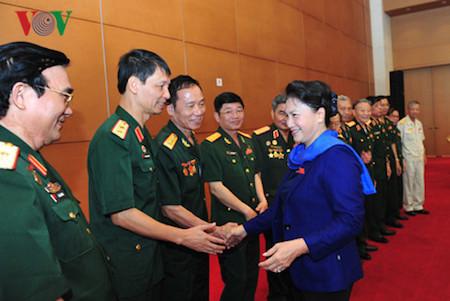 Parlamento vietnamita perfecciona políticas a favor de personas meritorias