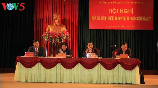 Dirigente parlamentaria sostiene encuentros con electores militares