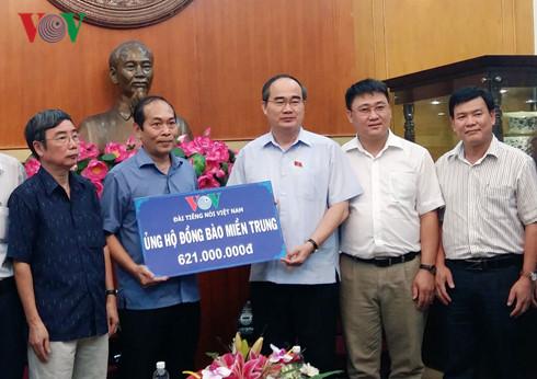 Informasi tentang bantuan kepada rakyat Vietnam Tengah yang menderita akibat banjir