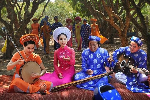 Kesenian Opera Rakyat Cai Luong dan Kesenian lagu Rakyat Don Ca Tai Tu