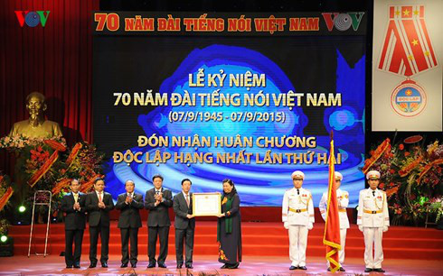 Radio Suara Vietnam 30 tahun pelaksanaan pembaruan- Membangun pola badan multi media yang pertama dari seluruh negeri